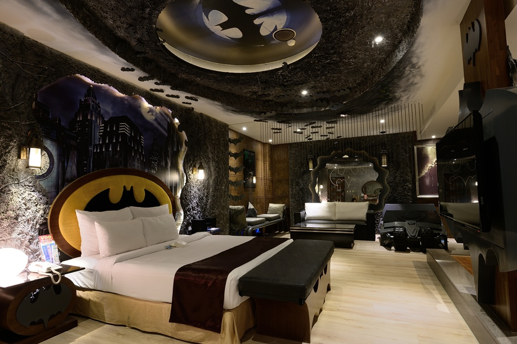 14 Outrageous geeky themed hotel rooms 14