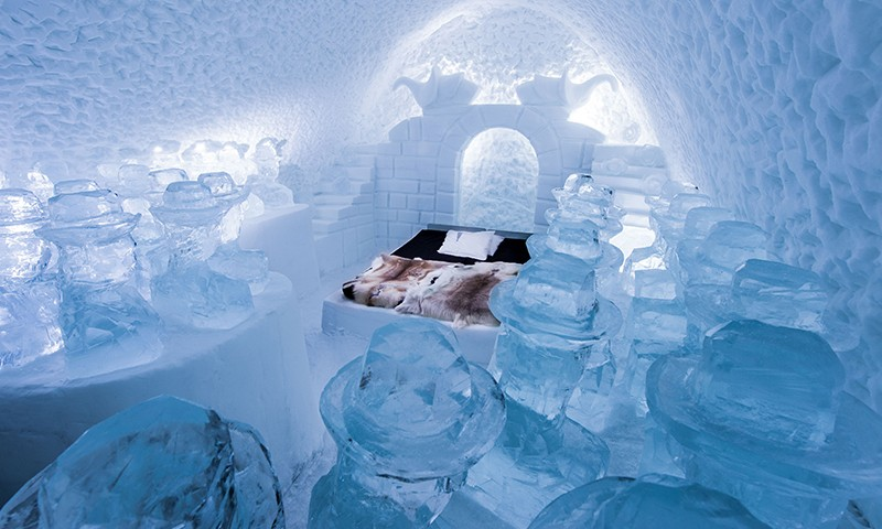 art suite momos icehotel sweden 2016 800x480 - 14 Outrageous geeky themed hotel rooms