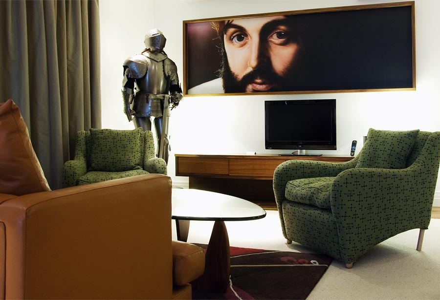14 Outrageous geeky themed hotel rooms 16