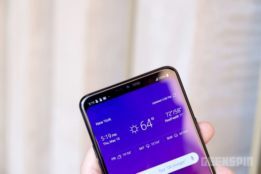 LG G7 ThinQ's notch perfectly blends in when using the hide option