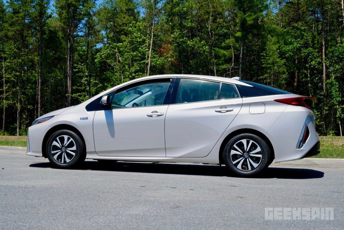 2018-Toyota-Prius-Prime76
