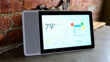"Lenovo Smart Display 10"" Review - Amazon Echo Show Should be Worried 14"