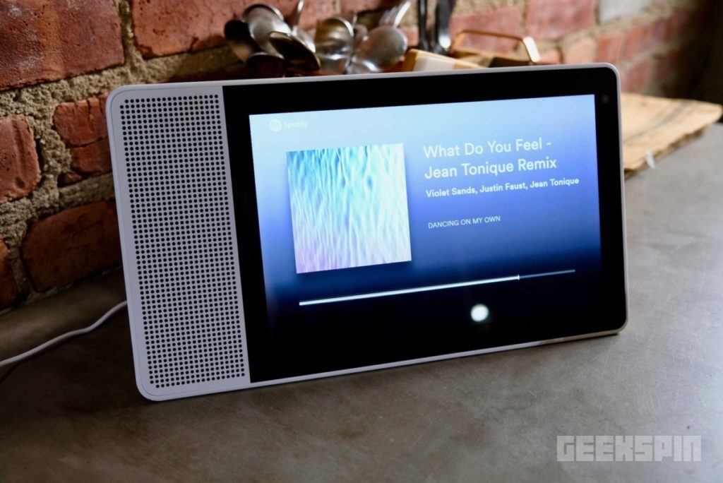 "Lenovo Smart Display 10"" Review - Amazon Echo Show Should be Worried 13"