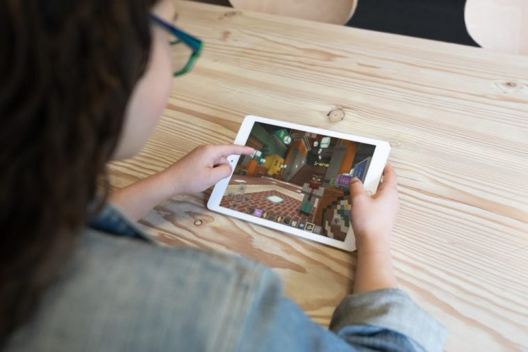 Microsoft is bringing Minecraft: Education Edition to iPad 13