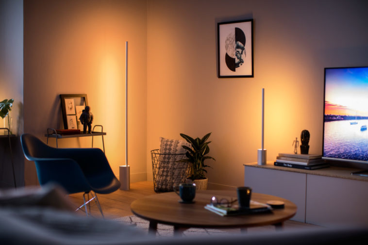 These two Philips Hue lamps bring ambience to your walls 20