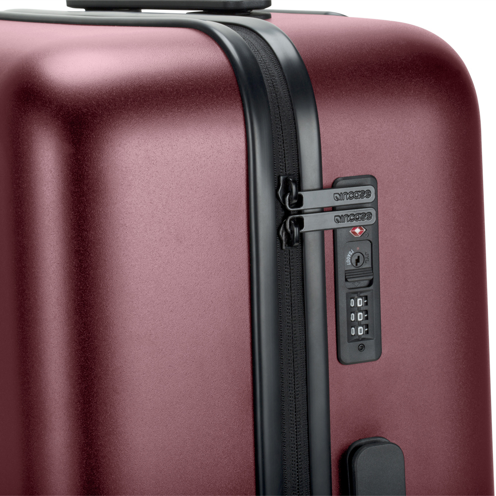 Incase Novi 4 Wheel Hubless Travel Rollersuitcase review: lightweight yet tough 18