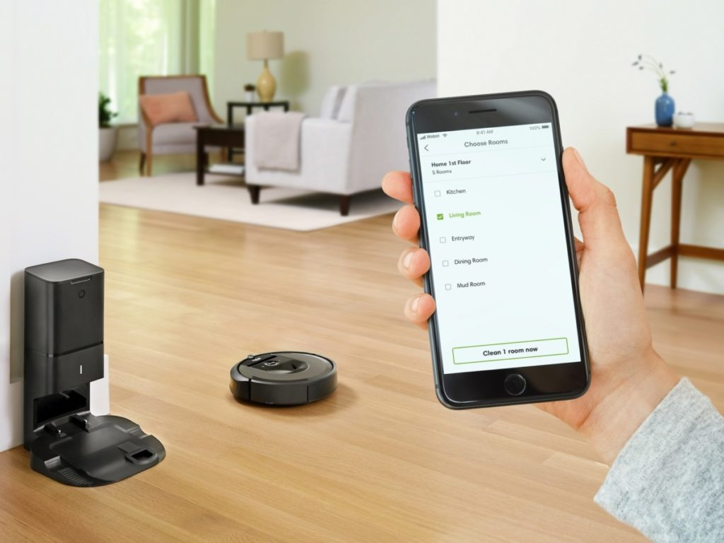 iRobot's i7+ vacuum is able to empty and clean itself 13