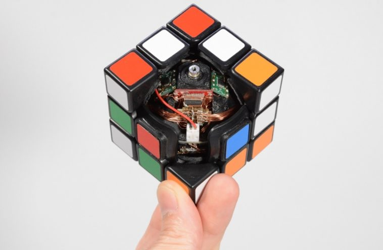 This self-solving Rubik's cube makes us feel stupid 16