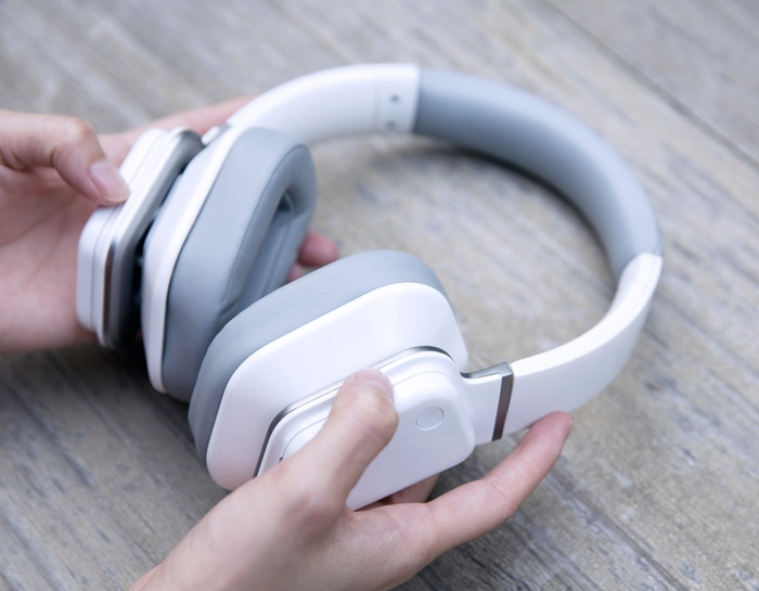 lynxconic - Lynxsonic headphones swap round ear cups for ones shaped like ears