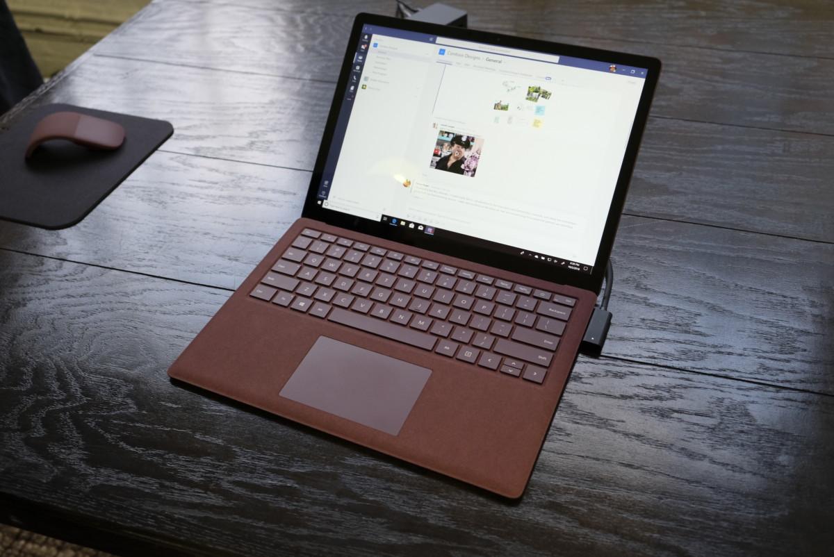 surface-pro-laptop-headphones-black50