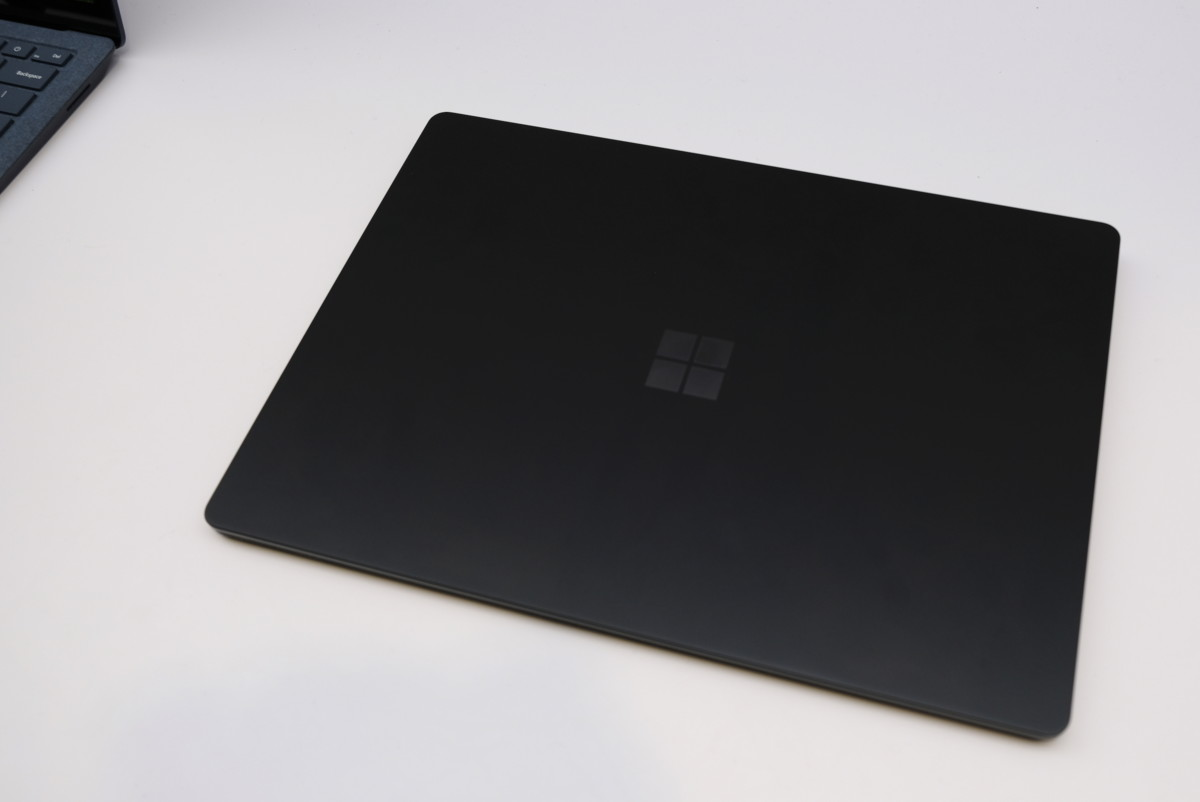 surface-pro-laptop-headphones-black58