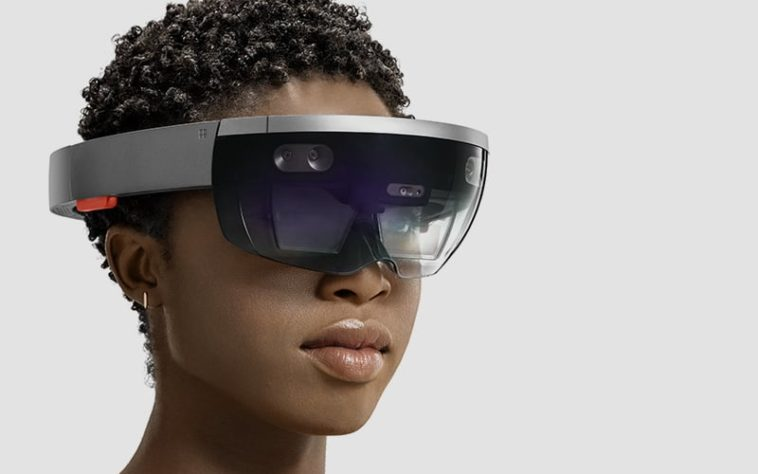 The military plans to purchase 100,000 HoloLens devices from Microsoft 13