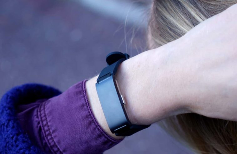 Withings' latest wearable is the affordable Pulse HR 12