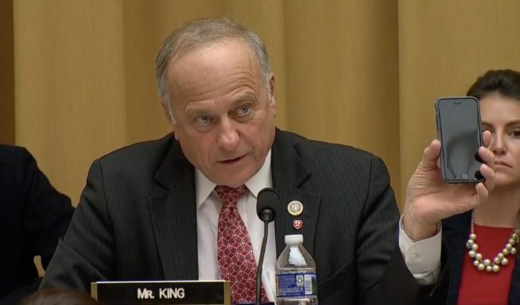 Congressman laughed at for confusing Google with Apple 10