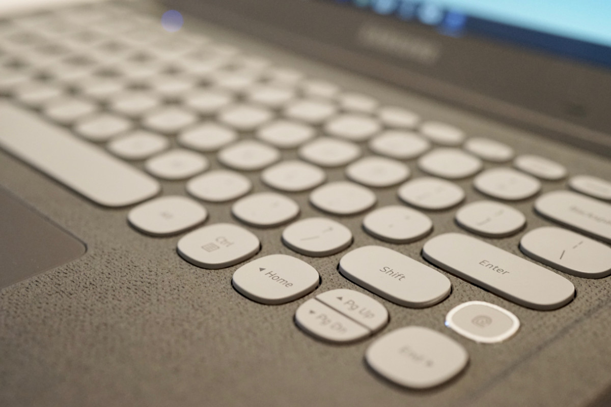 dsc06164 150x150 - Samsung's $349 Notebook Flash laptop is a retro-looking gem