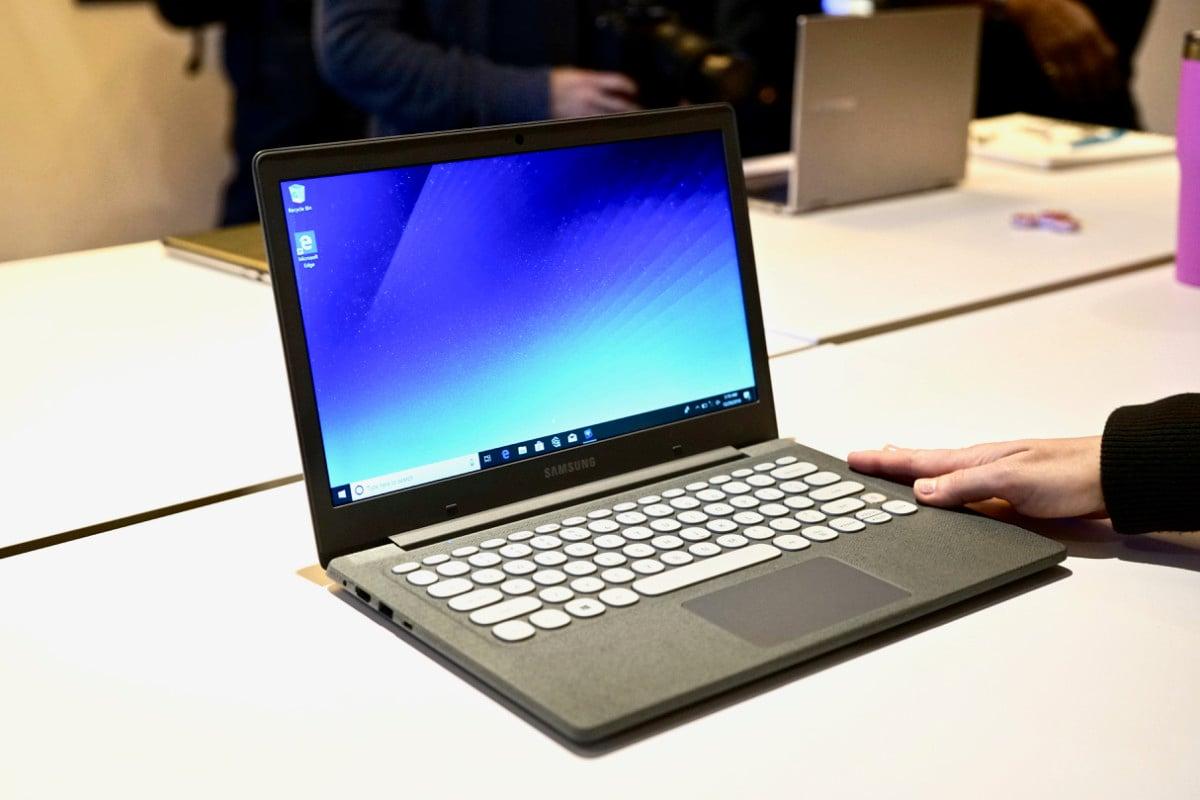 dsc06169 150x150 - Samsung's $349 Notebook Flash laptop is a retro-looking gem