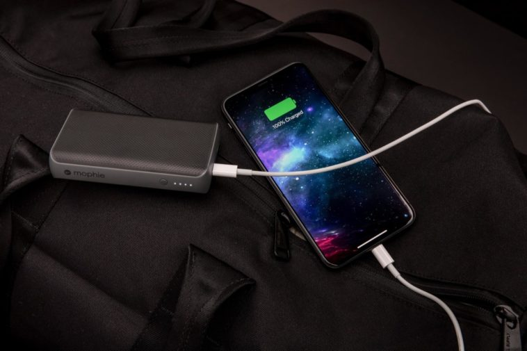 Mophie's latest power bank charges the iPhone to 50% in just 30 minutes 12