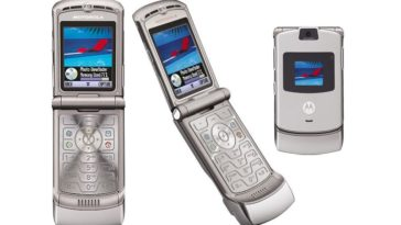 Motorola is bringing back their iconic Razr flip phone for $1500 12