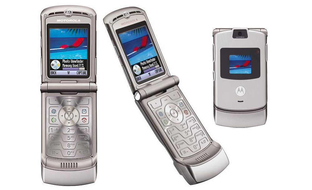 motorola razr 758x462 - Motorola is bringing back their iconic Razr flip phone for $1500