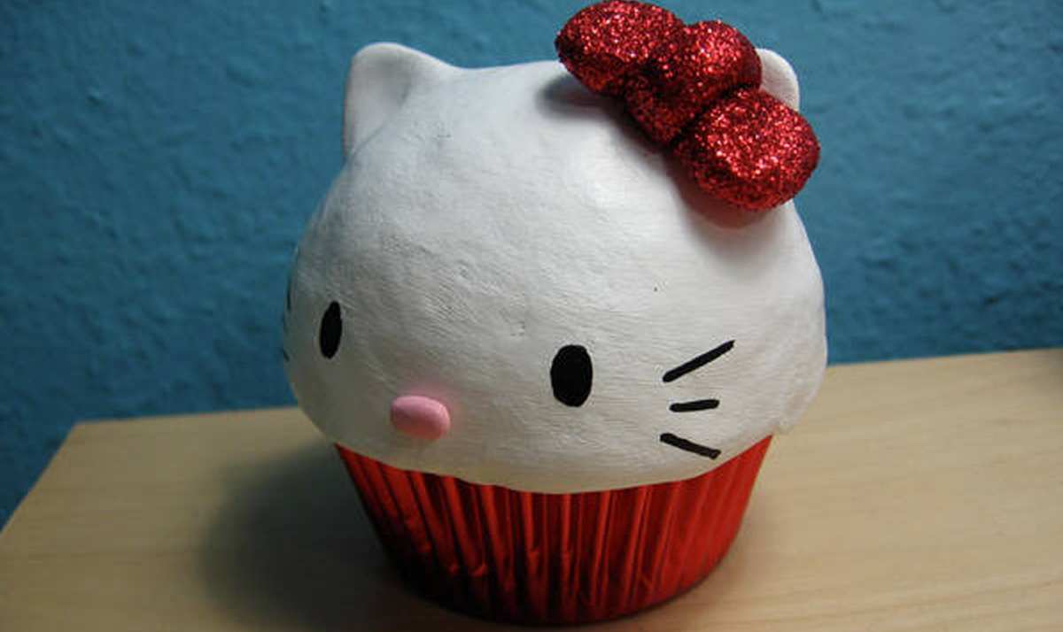 Fake Hello Kitty cupcake