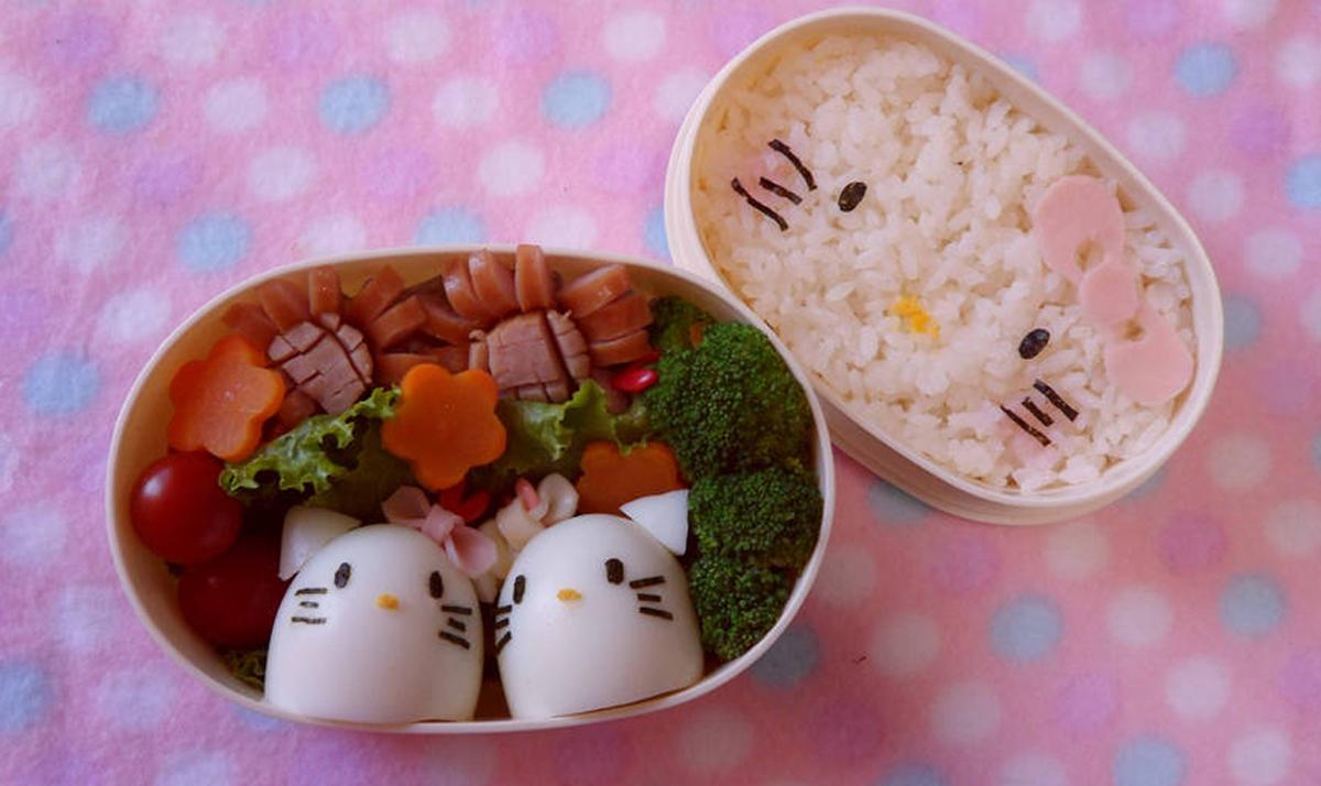 Hello Kitty-themed bento