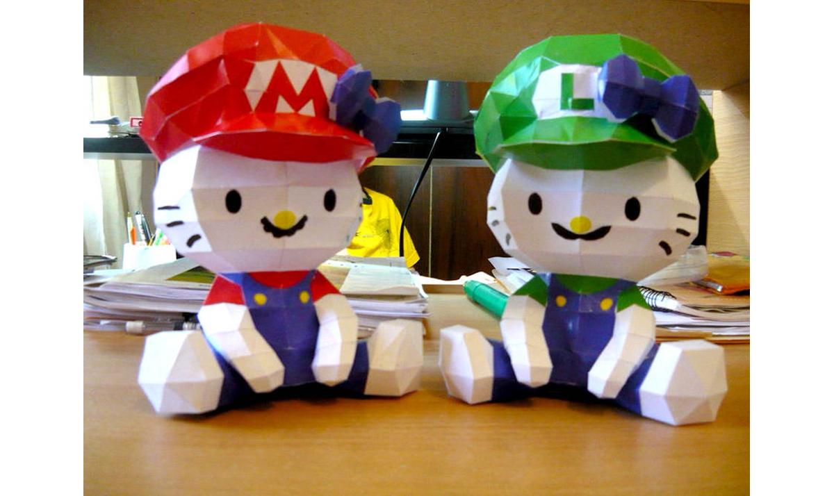 Hello Kitty x Super Mario Bros papercraft