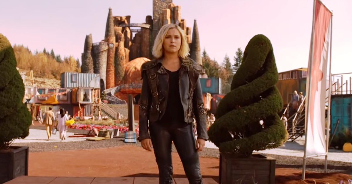 Eliza Taylor as Clarke in Season 6 of The 100