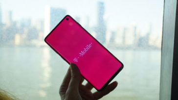 Testing the Samsung Galaxy S10 on T-Mobile's 4G network 11