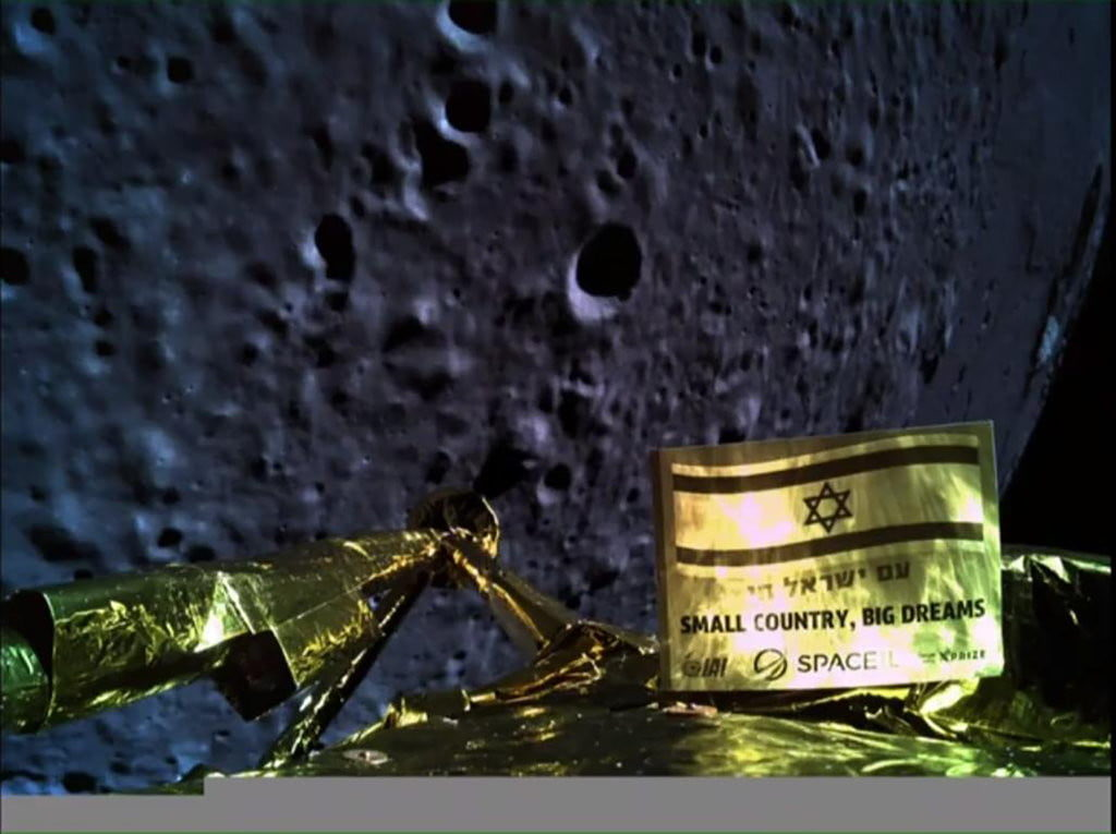 Israeli spacecraft fails during lunar decent 15