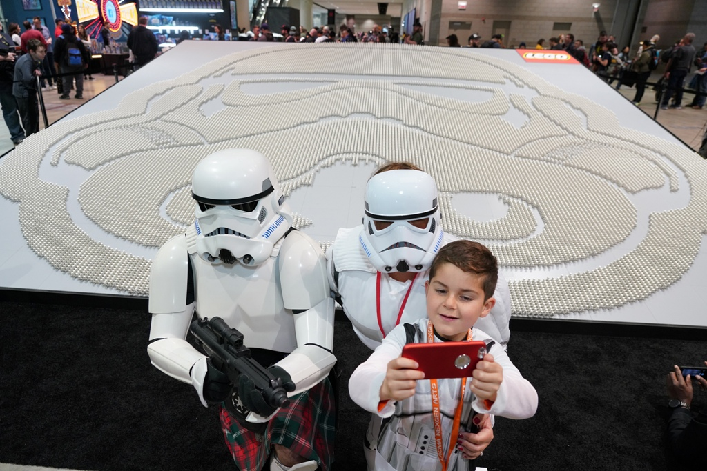 LEGO has set a new world record for the largest display of Star Wars minifigures 14