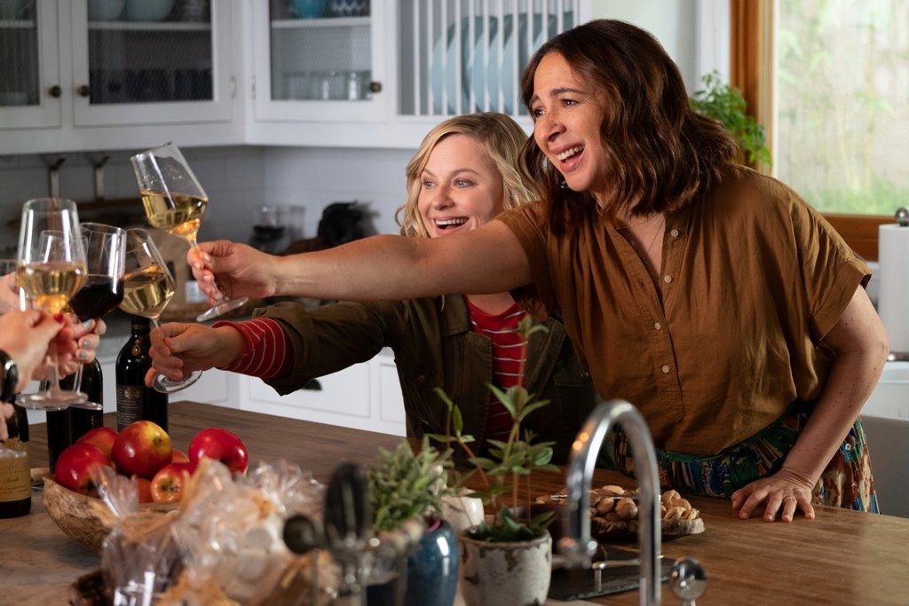 Amy Poehler and Maya Rudolph in Wine Country