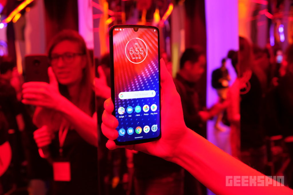The 5G-ready Moto Z4 is ready to take on the Pixel 3a XL 14