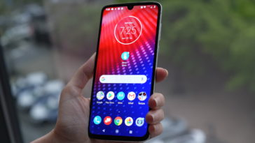 The 5G-ready Moto Z4 is ready to take on the Pixel 3a XL 17