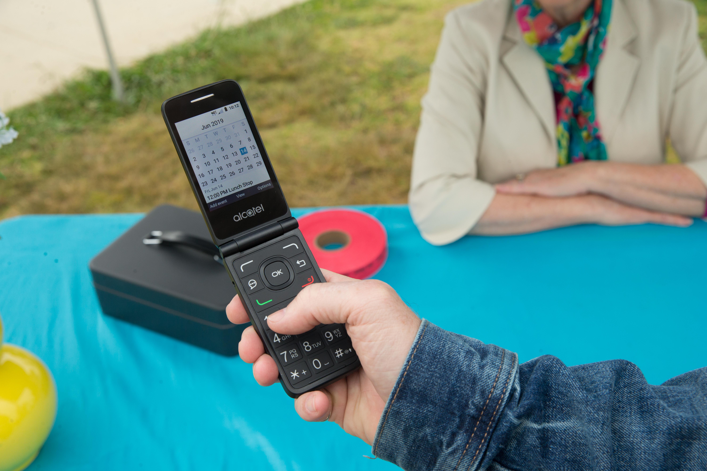 alcatel go flip v 3 1024x683 - Alcatel is bringing back the flip phone with the GO FLIP V