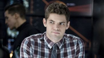 Jeremy Jordan is returning to Supergirl as Winn Schott in season 5 17
