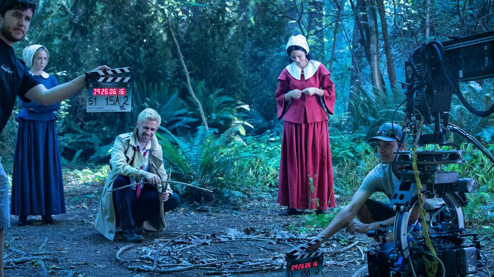 19 wbsip 1108 1014x570 - These Legends of Tomorrow behind-the-scenes pics reveal the magic behind the camera