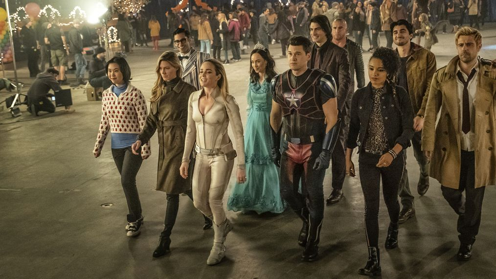 19 wbsip 1112 1014x570 - These Legends of Tomorrow behind-the-scenes pics reveal the magic behind the camera
