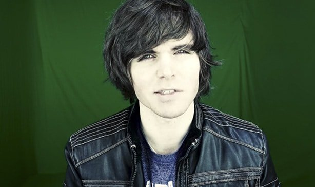 Patreon bans famous Youtuber Onision for doxxing 12