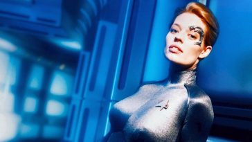 A new teaser for Star Trek: Picard puts the spotlight on Jeri Ryan's Seven of Nine 13