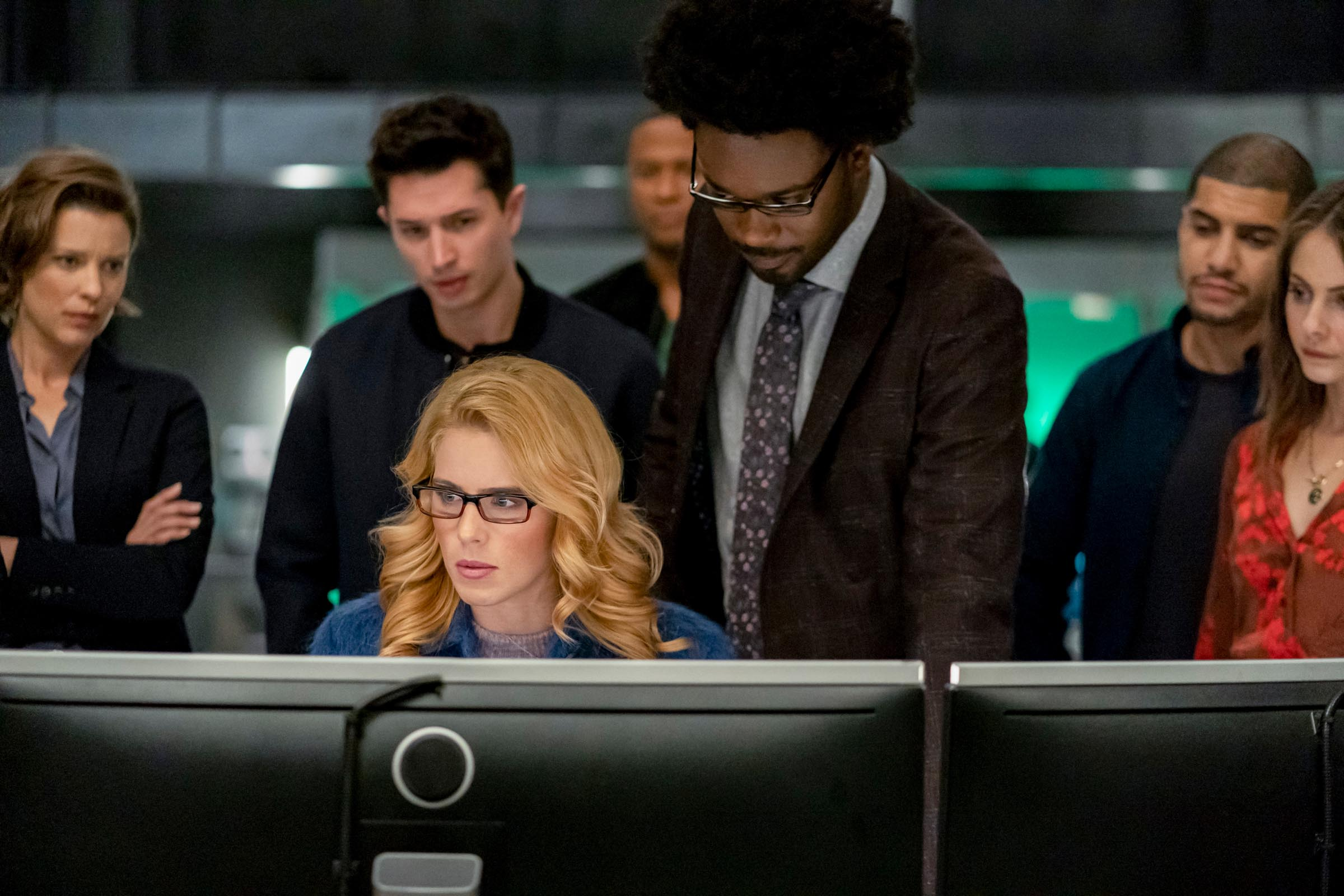 Arrow series finale photos reveal Felicity's return and major post-Crisis changes 15