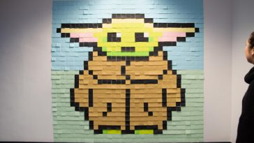 This incredible Baby Yoda mural is made up entirely of Post-It notes 34