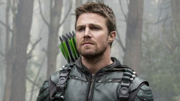 Arrow star Stephen Amell addresses Oliver Queen's death in Crisis on Infinite Earths 15