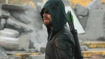 Arrow's Stephen Amell was disappointed with how Oliver Queen's Crisis death was filmed 13