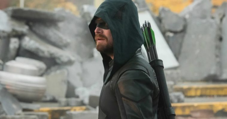 Arrow's Stephen Amell was disappointed with how Oliver Queen's Crisis death was filmed 12