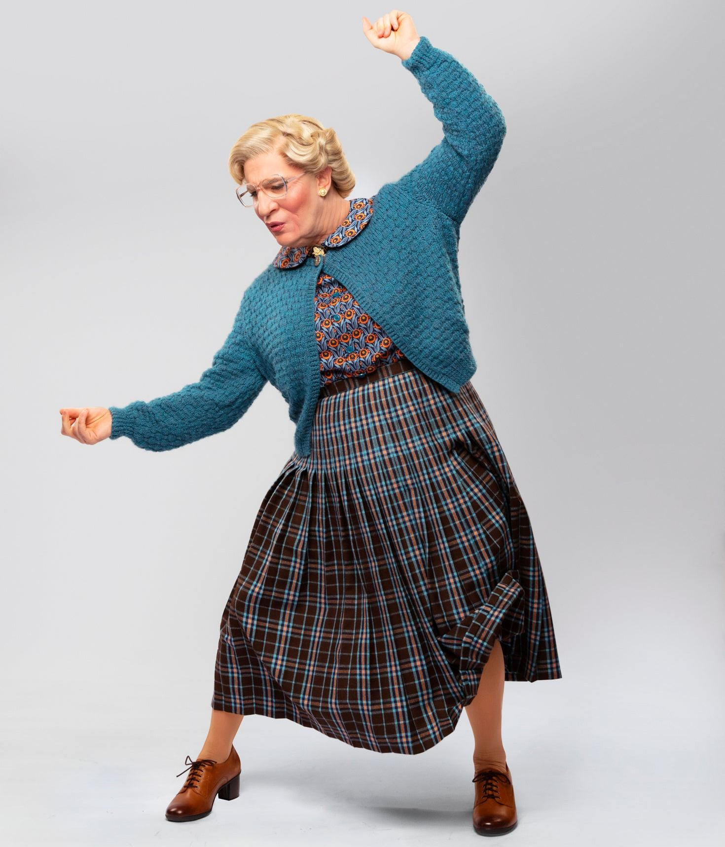 Broadway's Mrs. Doubtfire unveils first-look photos of Rob McClure as the titular nanny 13
