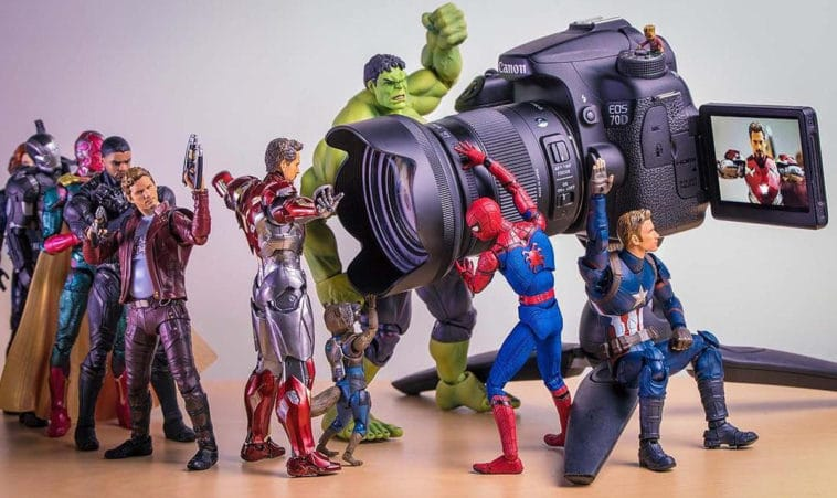 These amusing photographs bring Marvel and DC action figures to life 14
