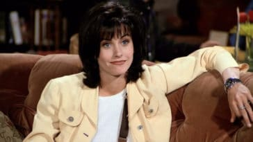 Friends star Courteney Cox is binge-watching the hit comedy series while in quarantine 15