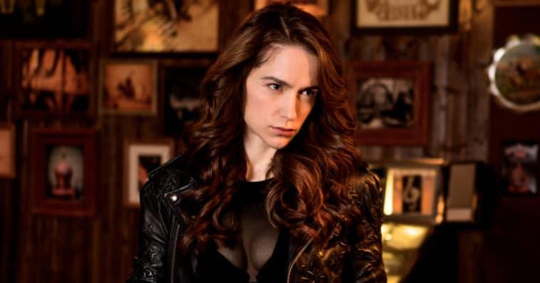 Melanie Scrofano is directing an episode of Wynonna Earp Season 4 14