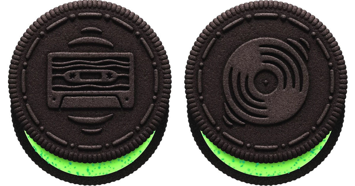 These Trolls World Tour Oreo cookies are stuffed with glittery crème fillings 16