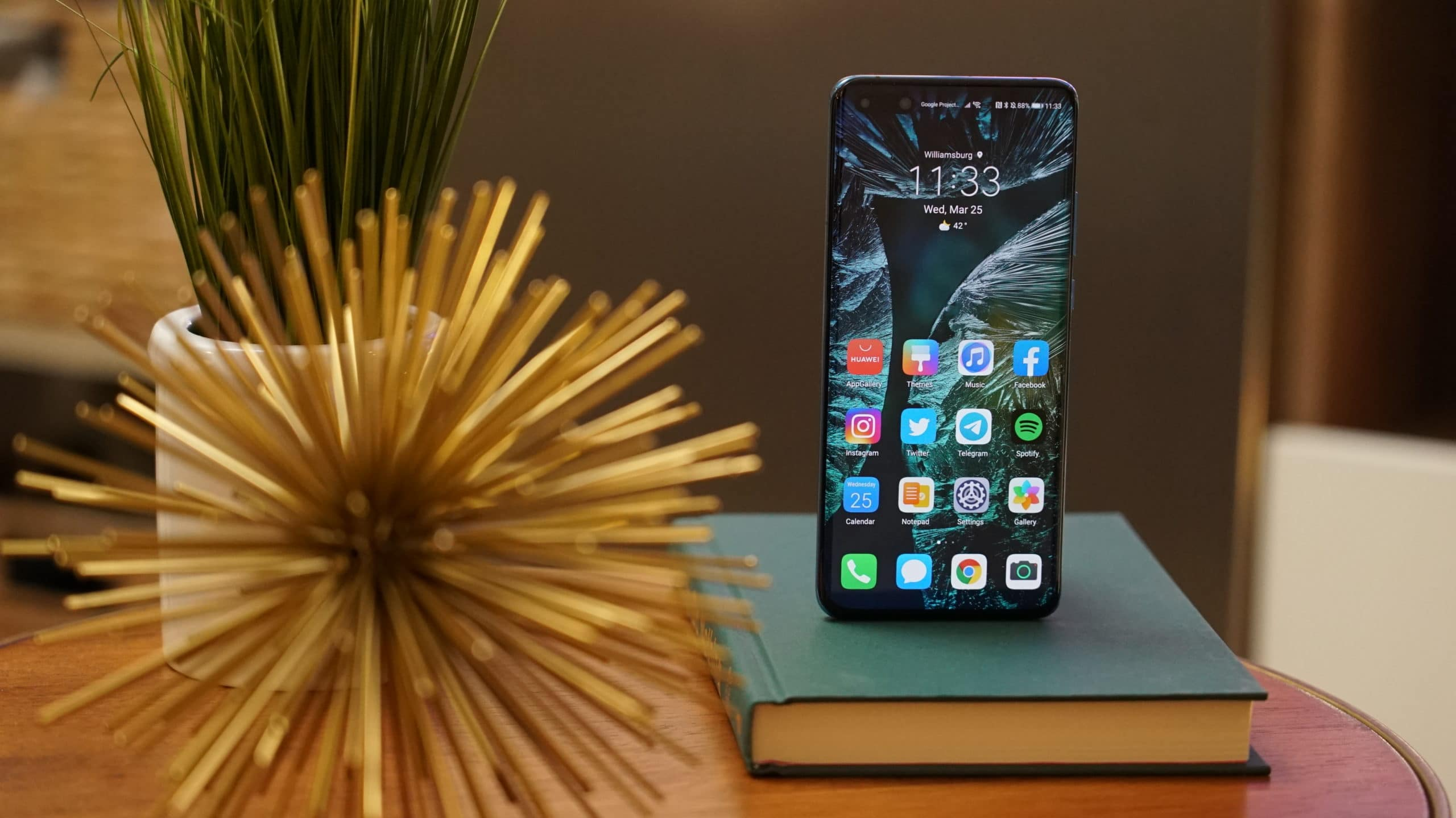 The Huawei P40 Pro+ might as well be a DSLR 16